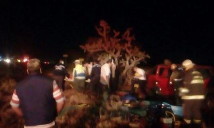 ¡2 muertas y 4 lesionados dejó volcadura de camioneta en la carretera San Juan-Lagos de Moreno!