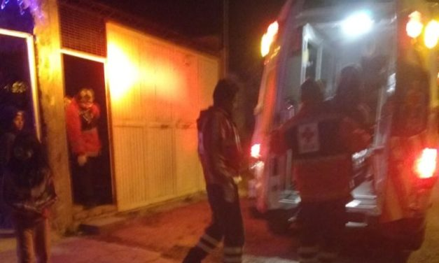¡Familia se salvó de morir tras la volcadura de su camioneta en Lagos de Moreno!
