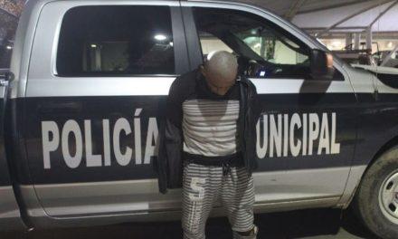 ¡Policías municipales de Aguascalientes rescataron a mujer golpeada, violada y encerrada durante un mes por su hermano!