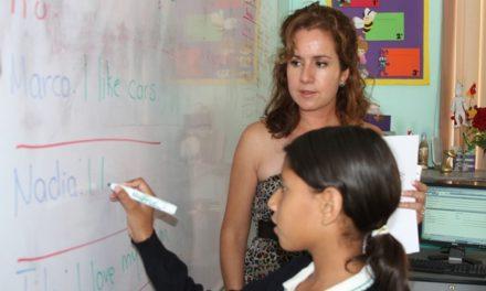 ¡IEA favorece certificación de docentes de inglés otorgando becas para capacitación!