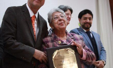 ¡Entregan reconocimientos por años de servicio a maestros y personal administrativo de la Escuela Normal de Aguascalientes!