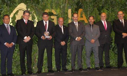 ¡Reconoce gobernador las importantes aportaciones del grupo de industriales a la economía de Aguascalientes!
