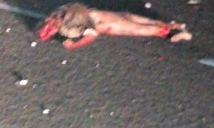 ¡Destrozado por varios vehículos murió un hombre alcoholizado en Aguascalientes!