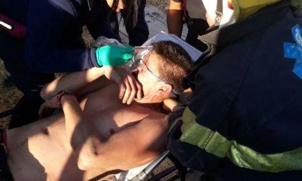 ¡Policías municipales rescataron a un hombre que intentaba matarse en Aguascalientes tras pelear con su esposa!