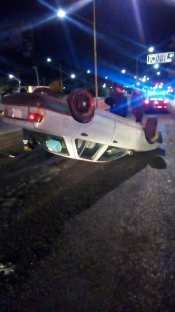 ¡Joven alcoholizado volcó su automóvil en Aguascalientes y salió ileso!