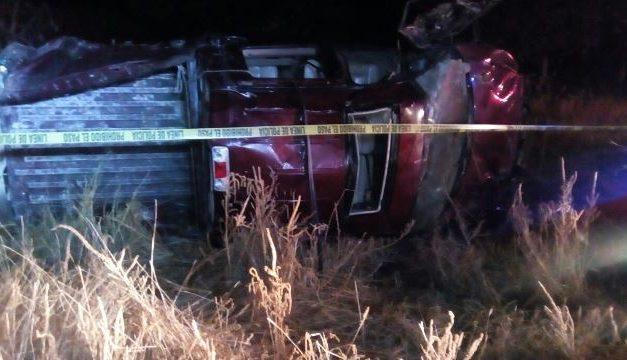 ¡Un muerto y dos heridos dejó volcadura en Villa Juárez, Asientos!
