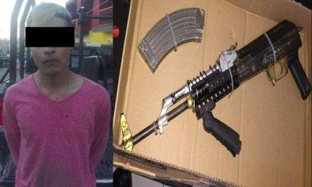 ¡Efectivos de la Gendarmería capturan a un sicario con un arma de alto poder en Zacatecas!