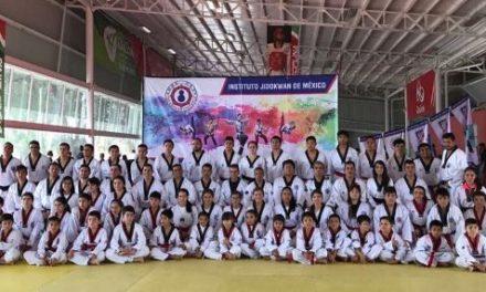 ¡Más de 75 taekwondoines fueron evaluados en cinta negra!