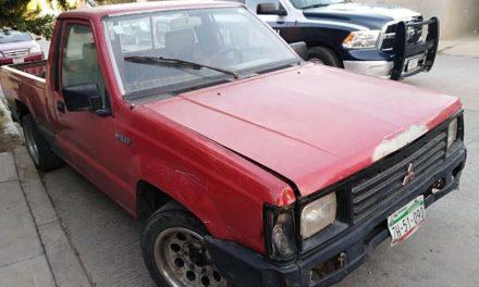 ¡Policías municipales detuvieron a 2 sujetos con una camioneta robada en Aguascalientes!