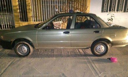 ¡Policías municipales detuvieron a 3 robacoches tras una persecución en Aguascalientes!