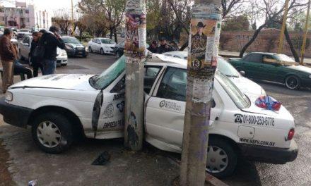 ¡Aparatoso choque entre 2 automóviles dejó saldo de 5 lesionados en Aguascalientes!