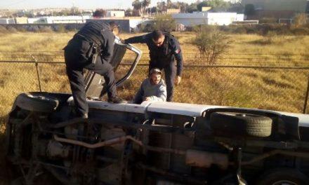 ¡Choque-volcadura entre 2 camionetas dejó 1 lesionado en Aguascalientes!