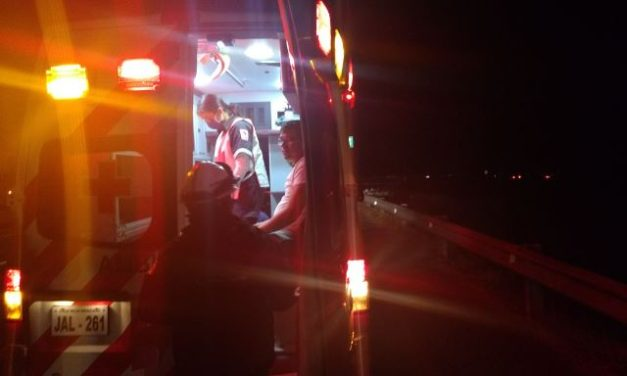 ¡2 lesionados tras fuerte accidente en Lagos de Moreno!