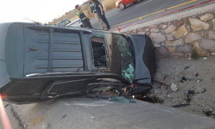 ¡Mujer lesionada tras la volcadura de su camioneta en Lagos de Moreno!