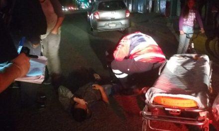 ¡2 ciclistas lesionados tras ser arrollados por un motociclista en Lagos de Moreno!