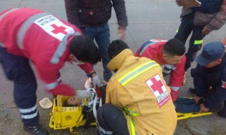 ¡Gravemente lesionado resultó un jovencito que cayó de una motocicleta en Lagos de Moreno!