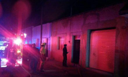 ¡Se incendió la casa de dos pepenadores en Aguascalientes y fueron rescatados sanos y salvos!