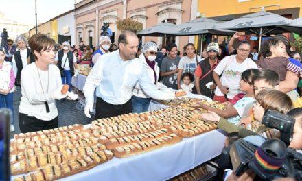 ¡Gobierno del Estado y DIF Estatal comparten rosca de más de mil 600 metros con familias de Aguascalientes!
