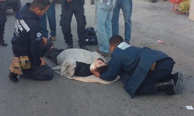 ¡Estudiante lesionada tras ser atropellada por un motociclista en Lagos de Moreno!