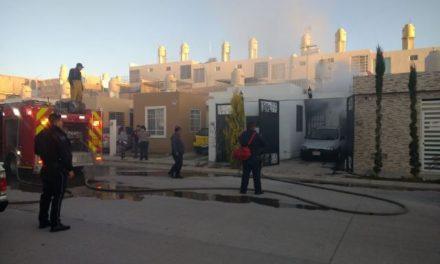 ¡Policías municipales de Aguascalientes rescataron a una familia de un incendio domiciliario!