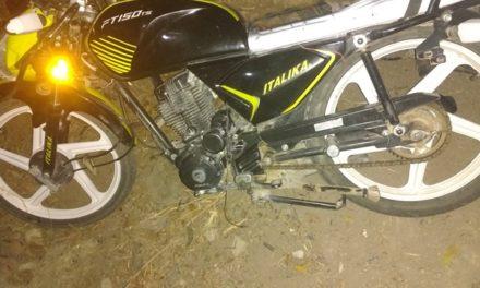 ¡Camión de carga embistió una motocicleta en Lagos de Moreno: 1 muerto y 1 lesionado!