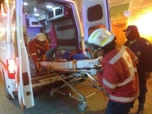 ¡Grave adolescente motociclista que chocó contra una camioneta en Lagos de Moreno!