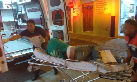 ¡Grave joven apuñalado 10 veces en Lagos de Moreno por un accidente vial!