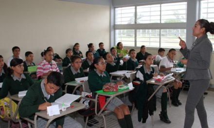 ¡Capacita IEA a docentes y directores de secundarias en el idioma inglés!