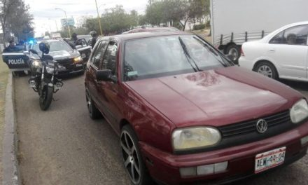¡Otra vez detuvieron a una pareja a bordo de un automóvil robado en Aguascalientes!