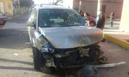 ¡Choque entre 2 camionetas dejó 3 mujeres lesionadas!