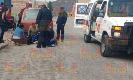 ¡Adolescente lesionado tras accidentarse en su motocicleta en Lagos de Moreno!