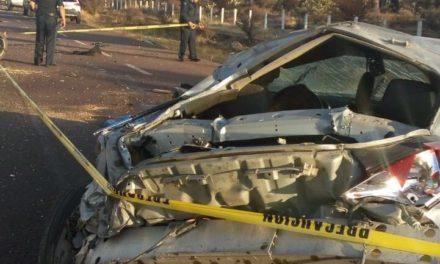 ¡1 muerto y 1 lesionada grave dejó volcadura de un auto en Trancoso, Zacatecas!