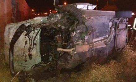 ¡Joven sufrió lesiones de consideración tras volcar su automóvil en Aguascalientes!