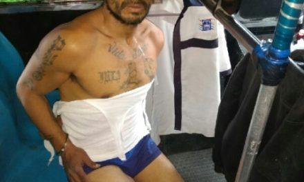¡Delincuente estuvo a punto de ser linchado por pasajeros de un camión urbano tras asaltar al chofer en Aguascalientes!