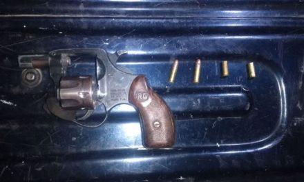 ¡Detuvieron a una pareja con un arma de fuego en Asientos, Aguascalientes!