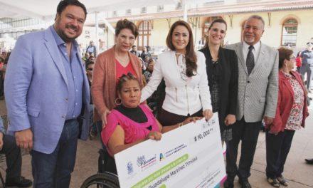 ¡Entrega Tere Jiménez 402 créditos a sectores vulnerables!