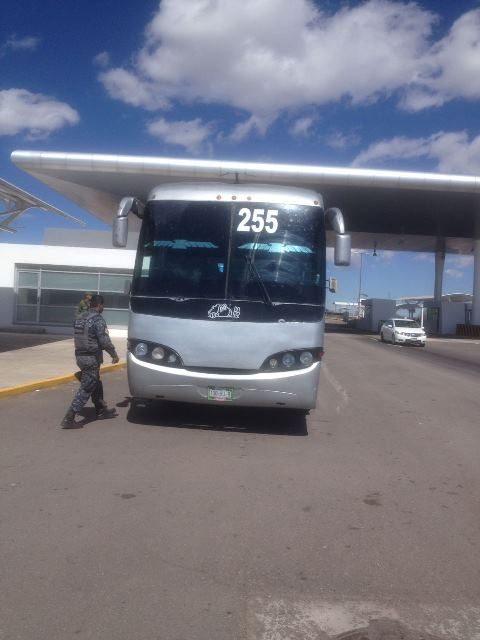 ¡Policías estatales interceptaron a 42 indocumentados que viajaban en un autobús en Aguascalientes!