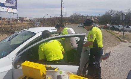 ¡Tráiler embistió un automóvil en Aguascalientes: 1 mujer lesionada!