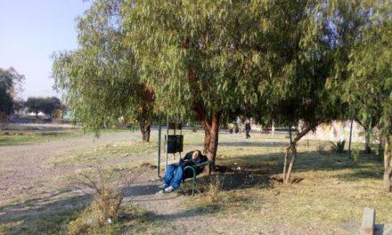 ¡Hallaron muerto a un hombre en una banca de un parque en Aguascalientes!