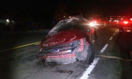 ¡Choque-volcadura entre 2 camionetas dejó 1 muerto y 2 lesionados en Aguascalientes!