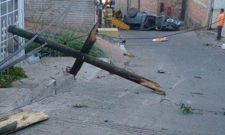 ¡2 lesionados tras choque-volcadura en Calvillo, Aguascalientes!