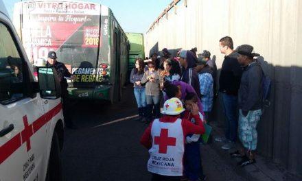 ¡22 lesionados tras choque entre 2 camiones urbanos y un automóvil en Aguascalientes!