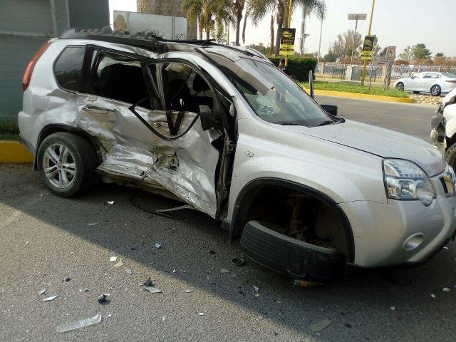 ¡4 lesionados tras choque entre 2 camionetas en Aguascalientes!