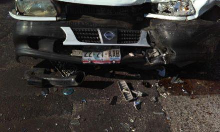¡Un choque entre un taxi y una camioneta en Aguascalientes dejó saldo de 4 lesionados!
