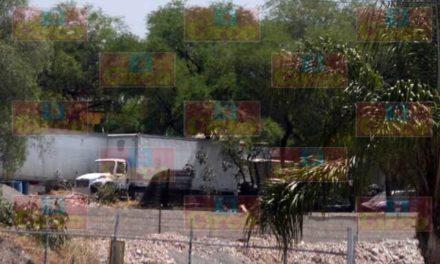 ¡Desmantelaban camiones de carga pesada robados en un taller en Lagos de Moreno!