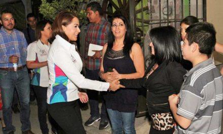 ¡Atiende Tere Jiménez personalmente necesidades de la ciudadanía!