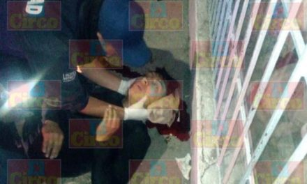 ¡Grave joven que sufrió una caída de su motocicleta en Lagos de Moreno!