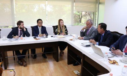 ¡IEA establece vínculos con la embajada británica en favor de la educación!