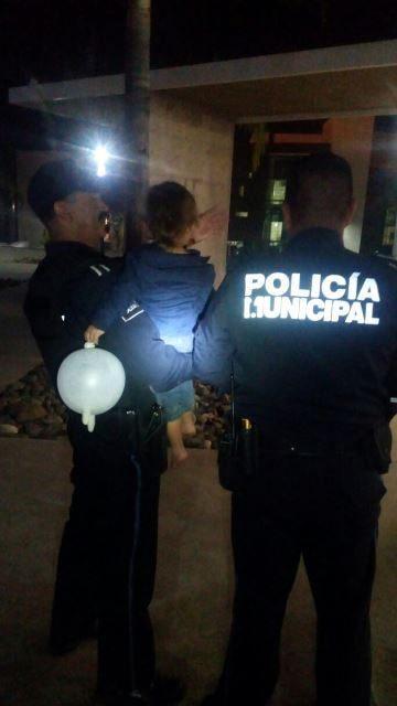 ¡Policías municipales rescataron a un niño de 2 años de edad de su casa que se incendiaba en Aguascalientes!