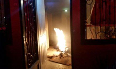 ¡Policías municipales y bomberos sofocaron un incendio de una casa en Aguascalientes!